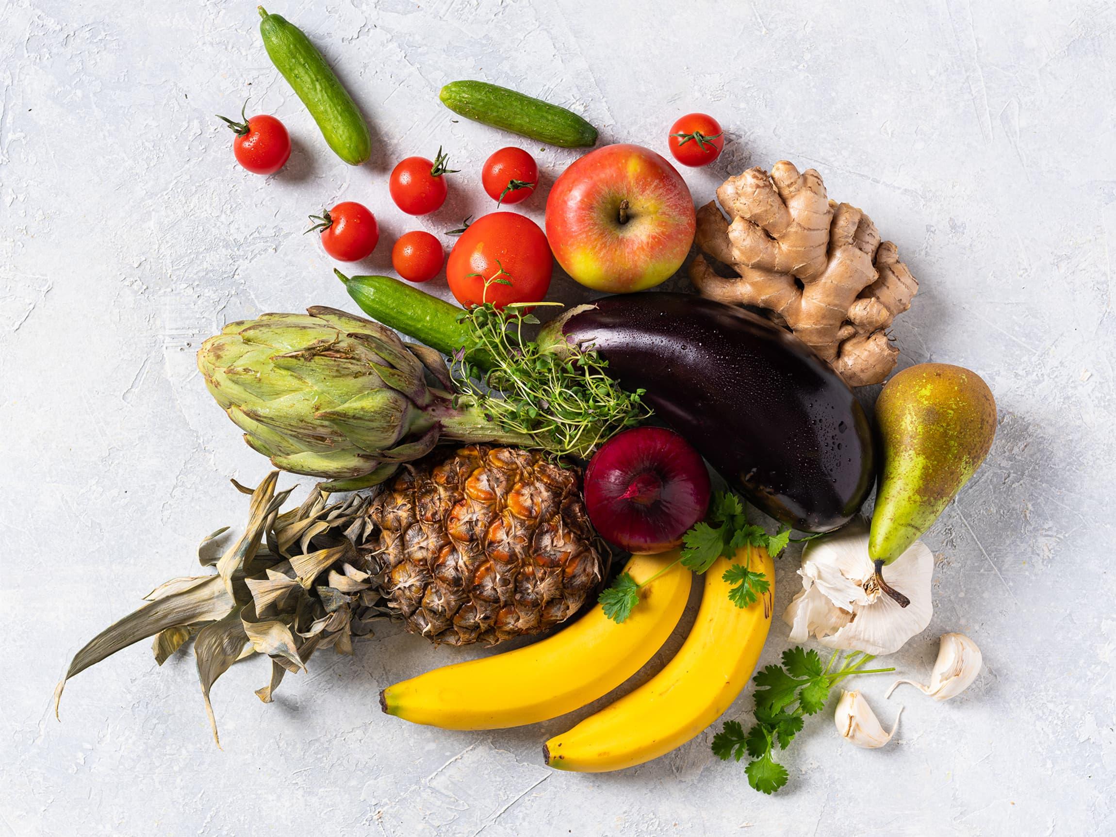 Frukt og grønnsaker holder seg best på ulike steder. Ikke alt bør puttes i kjøleskapet!