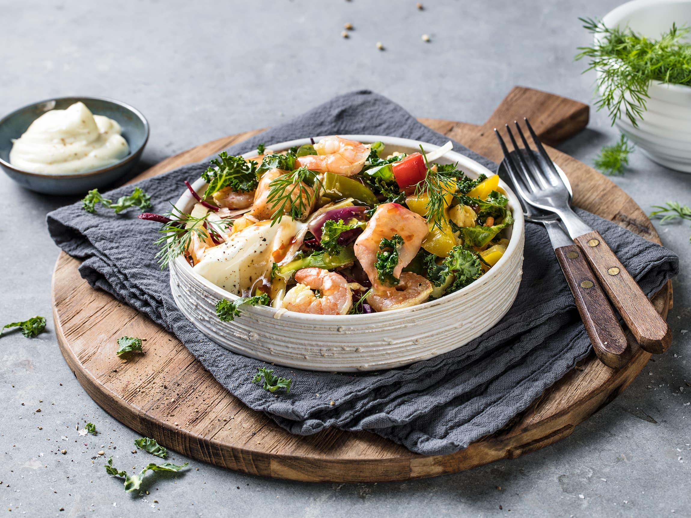 Wok er et velsmakende måltid. Bruk det du har av grønnsaker og skjær fiskebitene i 1-2 cm store biter. Stek, server og nyt!