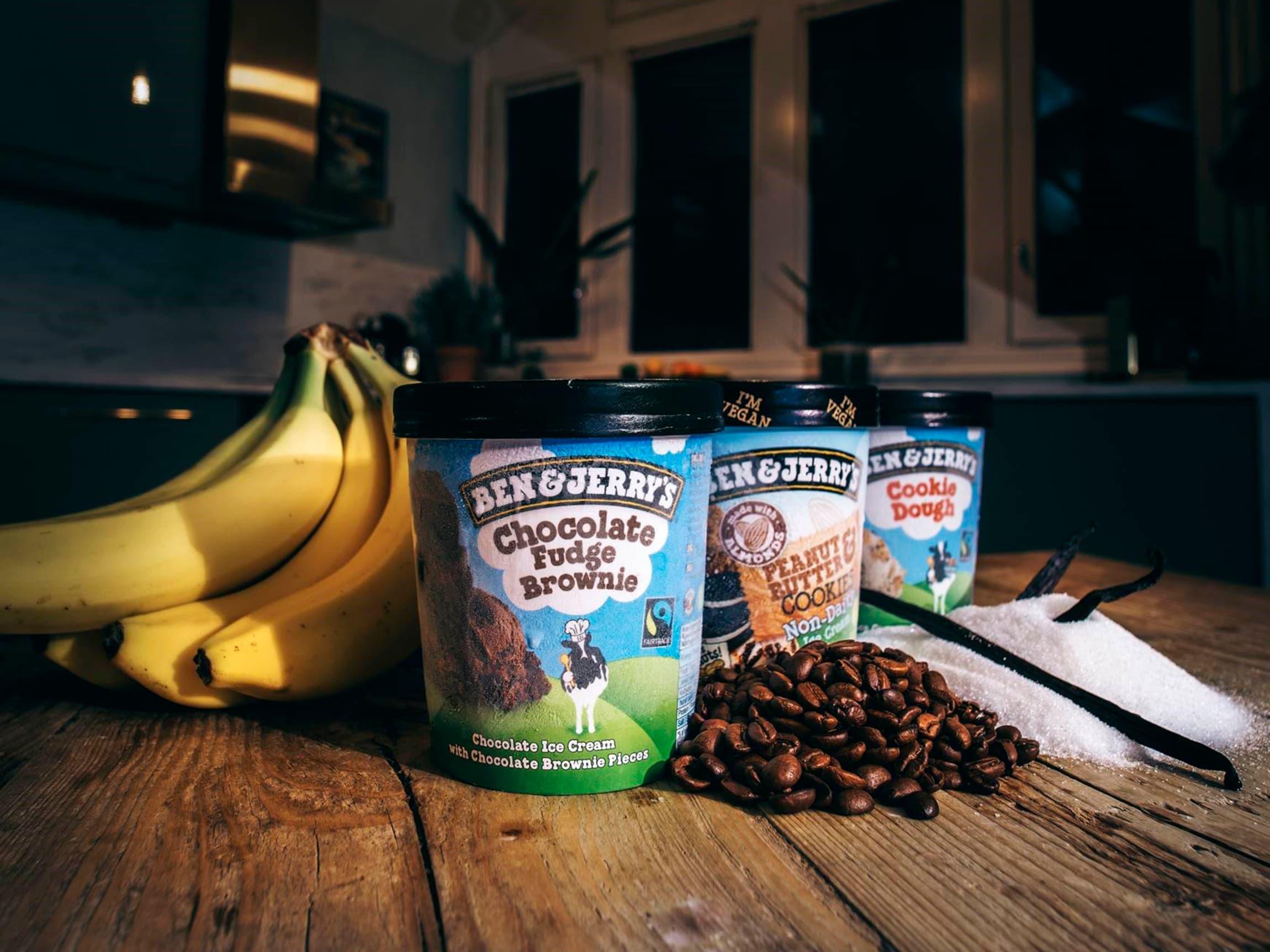 Utvalget av Fairtrade varer er stort og butikkene har opptil 100 varer bestående kvalitetsvarer som roser, kaffe og bananer.
