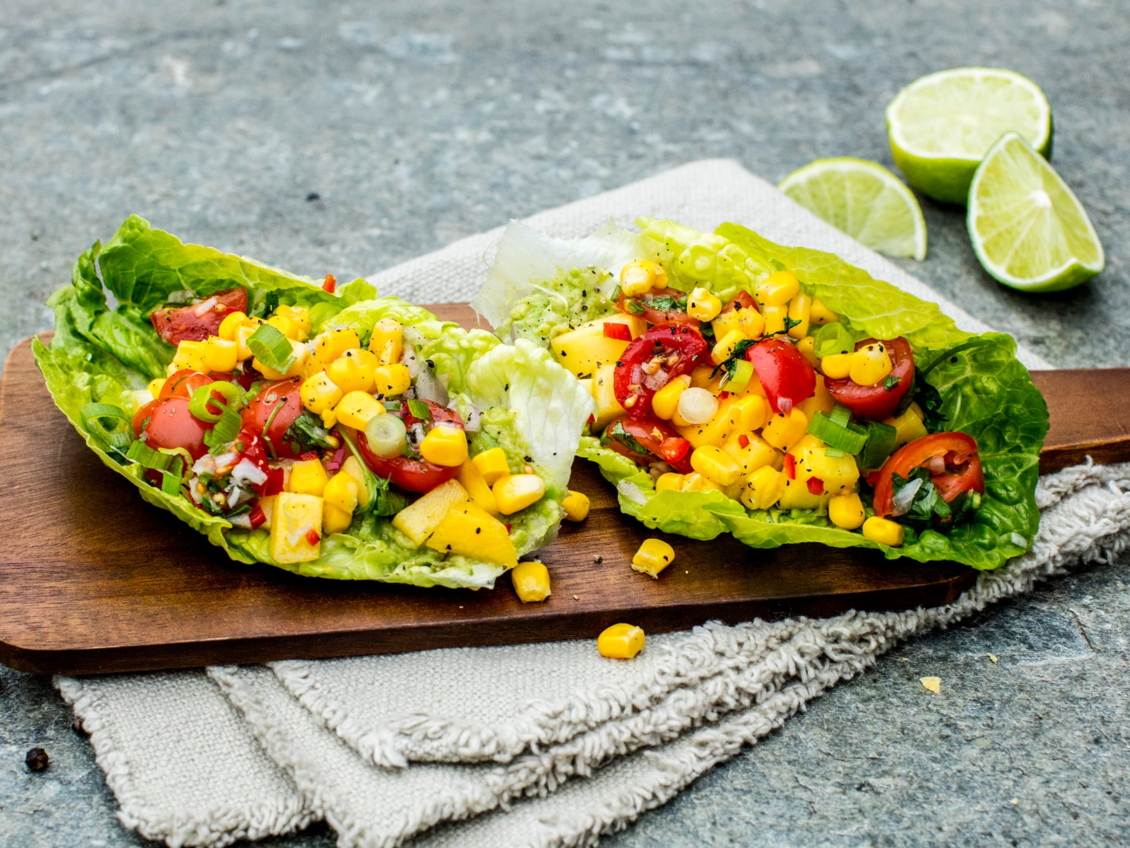 Bytt ut tacoskjell eller tortilla med hjertesalat for en ny vri på tacofredag! Fyll blader av hjertesalat med det du ønsker.