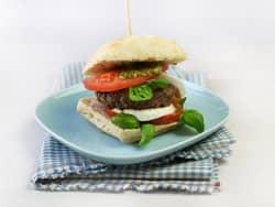Burger med tomat og mozzarella