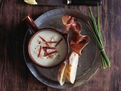 Hjemmelaget blomkålsuppe med spekeskinke