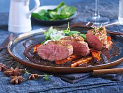 Andebryst med kremet spinat, krydderbakte gulrøtter og balsamicosjy