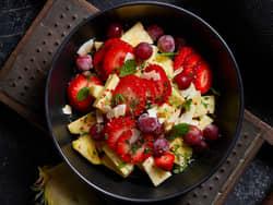 Jordbærsalat med ananas og druer