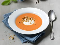 Tomatsuppe med yoghurt