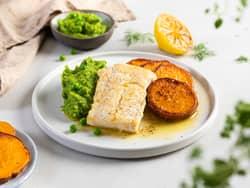 Stekt torsk med hvitløksmør og søtpotet