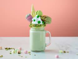 Grønn milkshake med pistasj