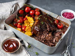 Pulled beef med bakte tomater og mais