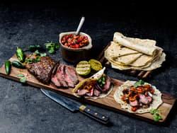 Flank steak fajitas med pico de gallo