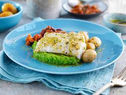 Rosmarin- og hvitløksmarinert torskefilet med ertepuré, ratatouille og timianpoteter