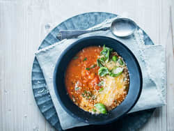 Chunky tomatsuppe med chili og basilikum