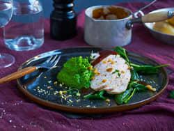 Kalkunfilet med ertepurè, spinat og brun saus