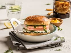 Saftig lakseburger med tzatziki