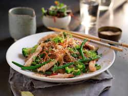 Wok med strimlet svinekjøtt og brokkoli