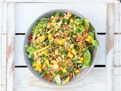 Asiatisk salat med nudler og mango