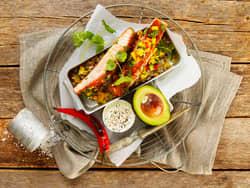 Grillet laks teriyaki med mango- og avokadosalat