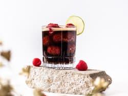 Mocktail med Coca-Cola og bringebær