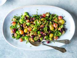 Stekt rosenkål med druer