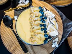Smoothie bowl med ananas og mango
