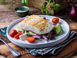 Stekt kveite med gresk salat