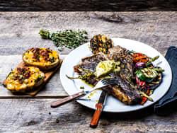Grillet T-bone steak med potato skins