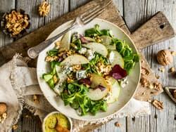 Salat med pære og blåmuggost
