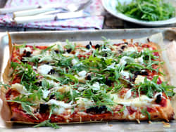 Pizza med klippfisk og soltørket tomat