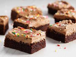 Sjokoladekake i langpanne med sjokoladekrem