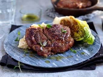 Entrecôte med kryddersmør og stekt hjertesalat
