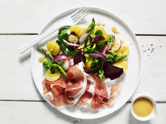 Lun salat med potet og spekeskinke