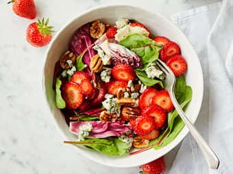 Jordbærsalat med blåmuggost