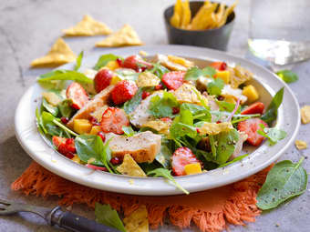 Tacosalat med kylling og jordbær