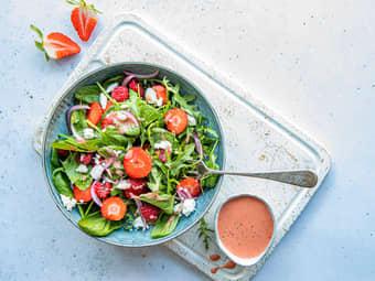 Enkel salat med chevre og bær
