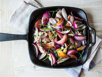 Stekt rødløk med hvitløk og timian