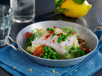 Lettsaltet torsk med erter og serranoskinke