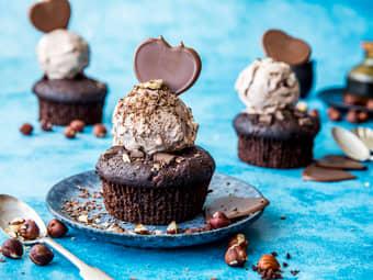 Søte sjokolademuffins med iskrem
