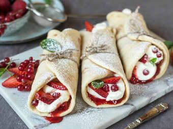 Fastelavnswraps med vaniljekrem og friske bær