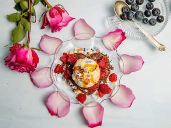 Dessert til morsdag med brownies og iskrem