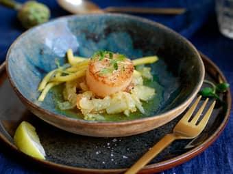 Pannestekt kamskjell med fennikel og mango