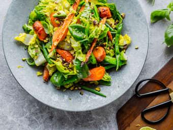 Lun salat med gulrøtter og avokado