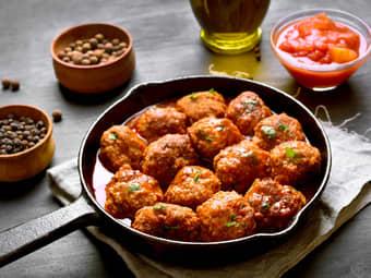 Lammeboller i tomatsaus