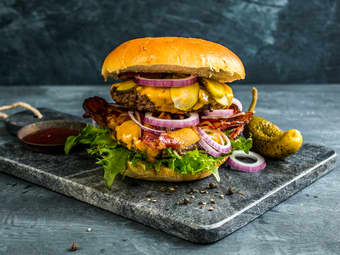 Dobbel cheeseburger med bacon