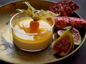 Vaniljefromasj med pasjonsfrukt