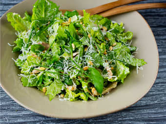 Kjøttfri cæsarsalat med hjemmelaget dressing