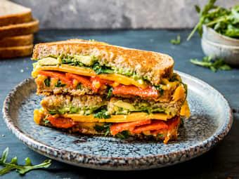 Lun toast med chorizo og avokado