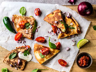 Quesadilla med tacokjøtt, chunky salsa og guacamole