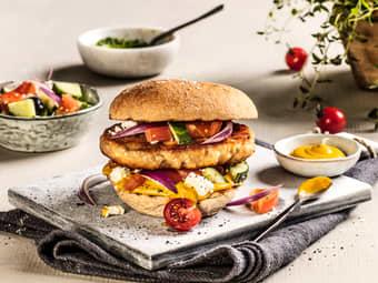 Baconburger med gresk salat