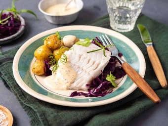 Dampet torsk med sennepssaus og rødkål