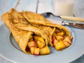 Litt grovere pannekaker med eple- og kanelfyll