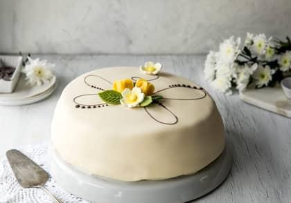 Bestill skreddersydd kake på nett og hent hos MENY